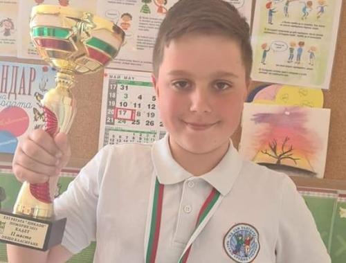Купа и медал за Искрен от III A клас