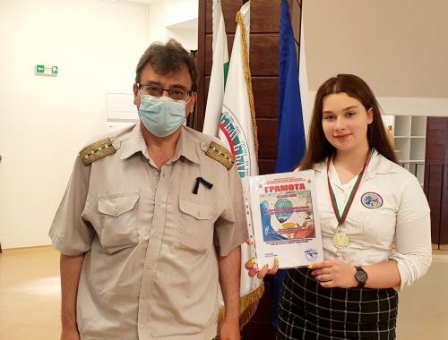 Медал за Лора Костадинова от X A клас от конкурс ,,С очите си видях бедата